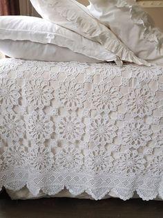 Crochet Bedspread Pattern, Crochet Motif Patterns, Crochet Stitches, Designer Bed Sheets, Diy Home Crafts, Crochet Home, Bed Covers, Bed Spreads, Crochet Projects