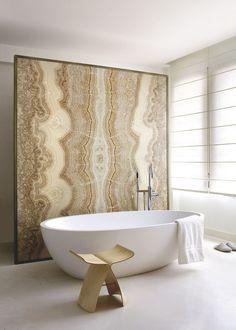 Bathroom in Paris by Fabrice Ausset - Wall in Onyx and bath tub Spoon XL by Agape / Interior * Minimalism by LEUCHTEND GRAU