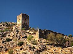 """Corsica - Tours Génoises Corse -  Castifao Tour Paganosa (1606) ruinée, dominant le hameau éponyme. Cette maison-tour génoise à deux étages avait une plate-forme de guet. Elle a été détruite par un incendie au siècle dernier.En contrebas se situe une grande maison dite """"la caserne"""", également ruinée. Elle avait été utilisée par les Génois en 1635. Deux autres tours auraient existé à Castifao."""