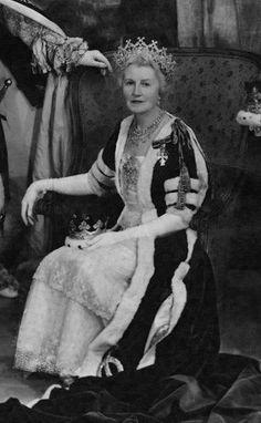 Ivy Cavendish-Bentinck, Duchess of Portland, wearing the Portland Tiara, United…