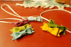 How to make these precious little no-sew felt bows