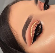 Gold Eye Makeup, Eye Makeup Art, Skin Makeup, Eyeshadow Makeup, Mua Makeup, Smokey Eye Makeup, Creative Eye Makeup, Colorful Eye Makeup, Maquillage On Fleek