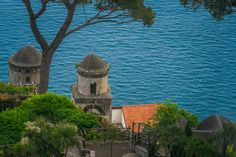 Villa Rufolo is a building within the historic center of Ravello. The initial layout dates from the century with extensive remodeling in the century. 👉 Attached you can see the Church of SS Annunziata from inside the Villa Positano, Amalfi, Barcelona Cathedral, Dates, 19th Century, Remodeling, Ss, Layout, Canning