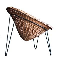 View this item and discover similar for sale at - Wonderful lounge chair in wicker and steel with hairpin legs. This design is similar to other Matégot designs, but we couldn't find any reference. Wicker Furniture, Design Furniture, Furniture Decor, Modern Furniture, Wicker Lounge Chair, Bent Wood, Steel Rod, Vintage Chairs, Mid Century Furniture