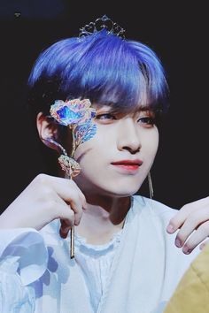 I love that hair colour 💙💜 (Oneus's Xion) Aesthetic People, Aesthetic Gif, Blue Aesthetic, Cute Asian Guys, Celtic Tattoos, Meme Faces, Purple Hair, Lower Back Tattoos, K Idols
