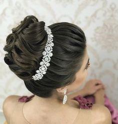 Discover penteadossonialopes's Instagram Tá chegando o tutorial!!! ❤️ #PenteadosSoniaLopes ✨ . . . #sonialopes #cabelo #penteado  #noiva #noivas #madrinha #casamento #hair #hairstyles #hairstyle #weddinghair #wedding #inspiration #instabeauty #beauty #noivascampinas #braids #braidideas #cabeleireiros #curl #curls #penteados #noivassp #noivassalvador #tranças #hairdo #hairstyling #trança #peinado 1572938413245958864_1188035779