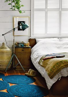 Mmm..This looks cozy. Dwell Designer Omer Arbel's Eclectic Home in Vancouver 8