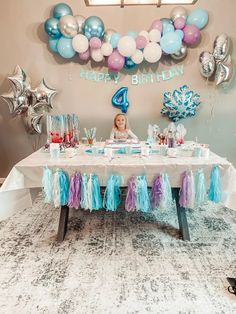 2nd Birthday Party For Girl, Frozen Themed Birthday Party, Girl Birthday Themes, 4th Birthday, Little Girl Birthday, Birthday Ideas, Frozen Party Decorations, Girl Birthday Decorations, Bolo Frozen