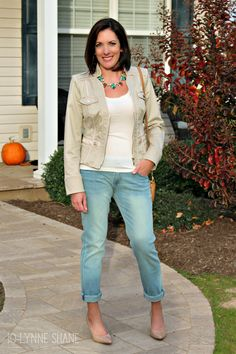 Fashion Over 40: How To Wear Boyfriend Jeans Click through for more outfit ideas! Jo-Lynne Shane