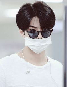 day sehun with sunglasses🕶 Chanyeol, Kyungsoo, Kris Wu, Sehun Cute, Yoseob, Exo Korean, Kpop Exo, Exo Members, Yixing