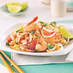 Pad thaï - Recettes - Cuisine et nutrition - Pratico Pratique Poke Bowl, Bun Cha, Mets, Chinese Food, Casserole, Spaghetti, Cooking Recipes, Pasta, Health