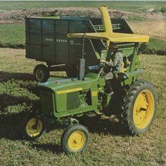 From this nice photo - John Deere Antique Tractors, Vintage Tractors, Vintage Farm, Jd Tractors, John Deere Tractors, John Deere 2520, Fendt Farmer, Farming Technology, John Deere Equipment