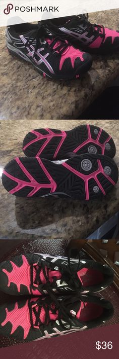 Asics tennis court shoes NWOT ASICS tennis court shoes. Never worn. ASICS Shoes Athletic Shoes