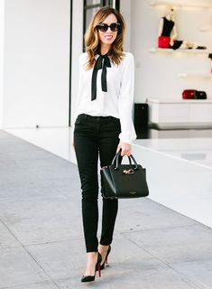 The Best Work Outfit Ideas for Women to Wear Year 2019 27 Business-Outfit 35 The Best Work Outfit Ideas for Women to Wear Year 2019 Summer Work Outfits, Casual Work Outfits, Business Casual Outfits, Office Outfits, Work Attire, Work Casual, Spring Outfits, Casual Office, Women's Casual