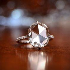 "283 mentions J'aime, 15 commentaires - EstateDiamondJewelry (@estatediamondjewelry) sur Instagram: ""Guess: Cushion Cut or Rose Cut?  #AntiqueDiamond #EDJRing #EstateJewelry #EDJ #RareRing #Ring…"""