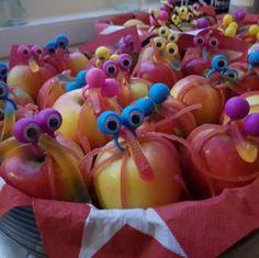 Fruit traktatie meisje 66 Ideas for 2019 Fruit Appetizers, Fruit Snacks, Fruit Smoothies, Oatmeal With Almond Milk, Veggie Display, Fruit Diet Plan, Fruit Juice Recipes, Fruits Drawing, Halloween Treats For Kids