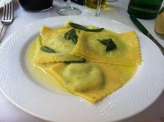 Ravioli di Ricotta e Spinachi con Burro e Salvia Pistoia