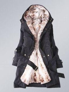 İçi kürk ile döşenmiş siyah renkli tak-çıkar bayan kaban modeli