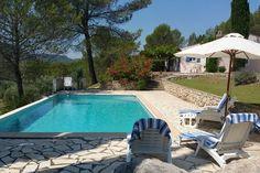 Lomandra  Provençaalse villa op groot boomrijk domein en weids uitzicht met privézwembad nabij Salernes  EUR 943.55  Meer informatie  #vakantie http://vakantienaar.eu - http://facebook.com/vakantienaar.eu - https://start.me/p/VRobeo/vakantie-pagina
