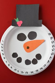Countdown to Christmas with this adorable Snowman Craft www.coffeeandcarpool.com