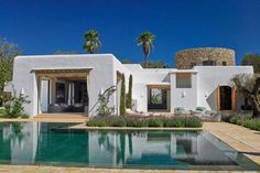 House & Garden – White Ibiza – The Ibiza guide Mediterranean Architecture, Mediterranean Homes, Adobe Haus, Architecture Renovation, Greek House, Spanish House, Modern House Design, Contemporary Design, Design Consultant