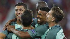 Door goals van Ronaldo en Nani in de tweede helft verslaat Portugal Wales met 2-0.  In de finale treffen de Portugezen de winnaar van Duitsland-Frankrijk.