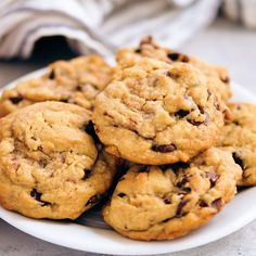 I LOVE these Chocolate Chip Cookies! Wonderfully sweet with a chewy texture with crispy edges. SO GOOD! #dessert #baking #cookie Cookies With Chocolate Chips, Choco Chips, Chocolate Chip Recipes, Good Desserts, Dessert Recipes, Peanut Butter Oatmeal, Chocolate Peanut Butter, Microwave Peanut Brittle, Baking Cookies