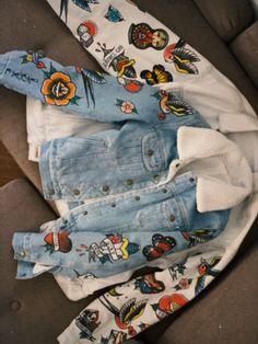 Petite Denim Jacket, Denim Jacket With Fur, Painted Denim Jacket, Painted Jeans, Painted Clothes, Custom Denim Jackets, Denim Art, Denim Fashion, Diy Clothes