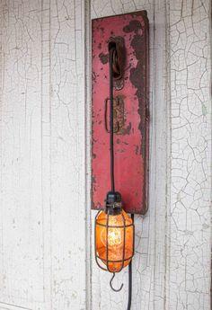 Vintage Tool Box Wall Light I love this, very creative Primitive Lighting, Industrial Lighting, Home Lighting, Lighting Ideas, Light Em Up, Standard Lamps, Diy Deck, Vintage Tools, Building A Deck