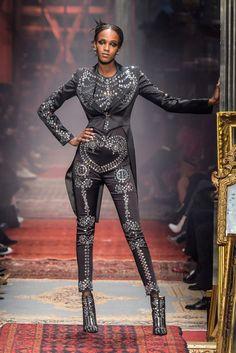 Leila Nda - Moschino Fall 2016 Milan Fashion Week