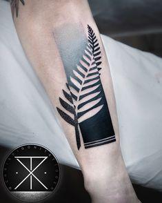 little banger tattoo design Mini Tattoos, Foot Tattoos, Black Tattoos, Body Art Tattoos, Tattoos For Guys, Chris Rigoni, Tattoo Caveira, Tatoo 3d, Zealand Tattoo