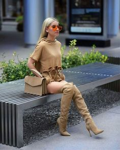 shanda rogers in boots Long Boots, Knee High Boots, Pantalon Slim Noir, Girls In Mini Skirts, High Leather Boots, Slouchy Boots, Girl Fashion, Fashion Outfits, Hot High Heels