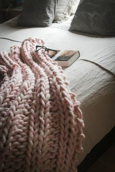 cable comfort throw knitting patterns pinterest. Black Bedroom Furniture Sets. Home Design Ideas