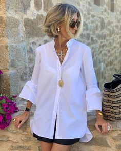 Photo shared by SUSI REJANO on September 2019 tagging Image may contain: one or more people and people standing Over 60 Fashion, Fashion Over 50, Look Fashion, Mode Outfits, Casual Outfits, Fashion Outfits, White Shirt Outfits, Mode Style, Casual Looks