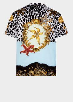 Versace Blue Tresor de la Mer Tribute Rhinestone Print Cotton T-shirt, c 1992 Versace Suits For Men, Versace Men, Embroidered Polo Shirts, Printed Polo Shirts, Versace T Shirt, Shirt Jacket, T Shirts For Women, Mens Tops, Style