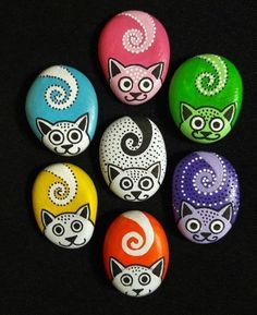34 Wonderful Diy Painted Rocks Animals Cats For Summer Ideas. If you are looking for Diy Painted Rocks Animals Cats For Summer Ideas, You come to the right place. Here are the Diy Painted Rocks Anima. Rock Painting Patterns, Rock Painting Ideas Easy, Rock Painting Designs, Paint Designs, Rock Painting Ideas For Kids, Pebble Painting, Pebble Art, Stone Painting, Diy Painting