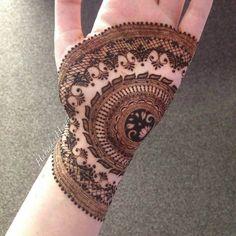 Mind blowing henna for hand by @nighatkazim_hennapro