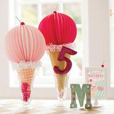 Ahora que se acerca el verano y el buen tiempo ya ha llegado, es el momento perfecto para organizar una fiesta infantil temática, ambientada en el delicioso mundo de los helados...