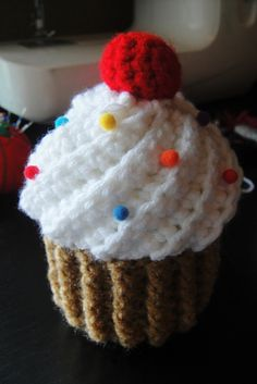 New cupcake! Wrote this pattern myself. Squee!