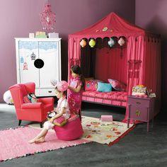 Tente enfant Jade à découvrir chez Maison du Monde. Ce auvent se pose sur la structure du lit pour créer un véritable lit de princesse. Une sélection de la rédaction de source-a-id.com.