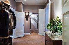 Mybluechina - sisalmatta och grå väggar