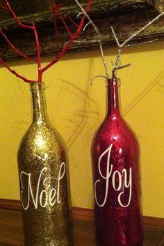 Gold & red glitter bottles Diy Bottle, Wine Bottle Crafts, Mason Jar Crafts, Bottle Art, Red Christmas, Christmas Crafts, Christmas Decorations, Homemade Christmas Gifts, Holiday Gifts