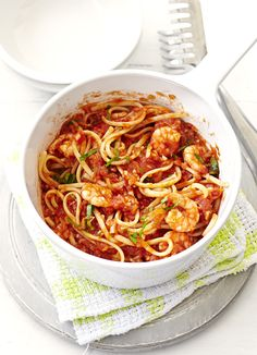 Try our spicy prawn linguine recipe. This low fat prawn linguine pasta recipe has a spicy chilli kick, plus this linguine pasta is quick and easy to make. Chilli Prawn Linguine, Chilli Prawns, Spicy Prawns, King Prawn Linguine, Prawn Spaghetti, Tomato Linguine, Linguine Recipes, Pasta Recipes, Cooking Recipes