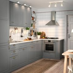 Connected kitchens: when home automation comes into the kitchen - My Romodel Bodbyn Kitchen Grey, Grey Kitchens, Ikea Kitchen, Kitchen Furniture, Cool Kitchens, Kitchen Decor, Kitchen Cabinets, Kitchen Walls, Mini Kitchen