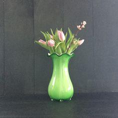 Een persoonlijke favoriet uit mijn Etsy shop https://www.etsy.com/nl/listing/498966068/vintage-art-deco-groene-tulip-bloem
