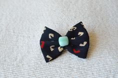 Mini brooch pin.Tie pin, scarf pin. Fabric bow with fused glass.