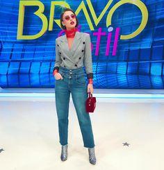 "9,843 aprecieri, 70 comentarii - Iuliana-Bravo ai stil (@iulianadoroftei) pe Instagram: ""Inca o steluta si astazi❤️⭐️ Sper ca v a placut si voua tinuta mea❤️ Se apropie gala cu pasi repezi…"" Double Breasted Suit, Suit Jacket, Suits, Chic, Jackets, Instagram, Outfit, Fashion, Shabby Chic"