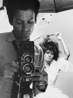Richard Avedon preparing his camera, with Sophia Loren, 1966.