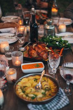 Dinner Party Table, Roast Dinner, Think Food, Dinner Sets, Roasted Chicken, Baked Chicken, Aesthetic Food, A Table, Food Photography