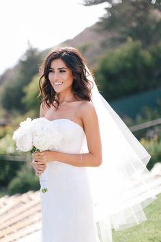 beach wedding makeup Graceful Soft Tulle Cut Edge Ivory Beach Wedding Veil for Brides Veil Hairstyles, Best Wedding Hairstyles, Hairstyles Haircuts, Medium Hairstyles, Short Hair Bride Hairstyles, Hairstyles For Dresses, Curly Hairstyle, Brunette Wedding Hairstyles, Hairstyle Ideas